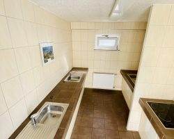 Abwaschmöglichkeit und Kochstelle